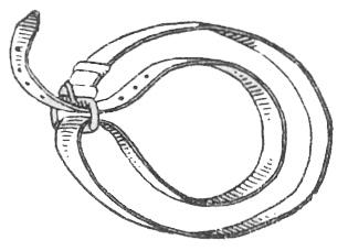 Импровизированный жгут из солдатского ремня.
